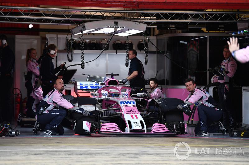 Sergio Perez, Force India VJM11 in the garage