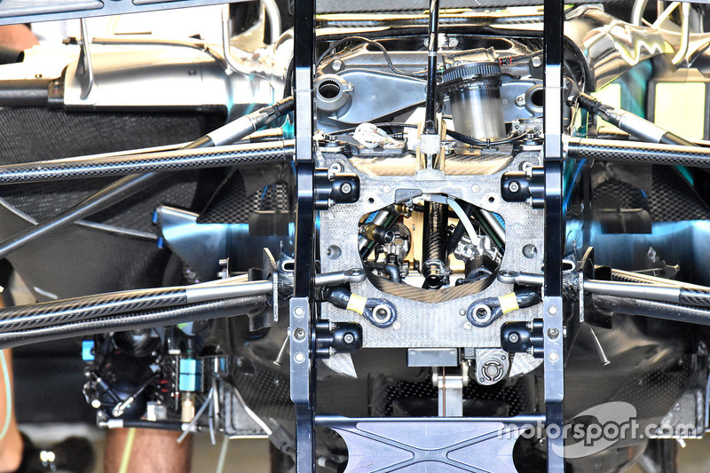Mercedes AMG F1 W09, dettaglio della sospensione anteriore