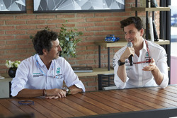 Керівник Mercedes AMG F1 Тото Вольфф, інженери Petronas