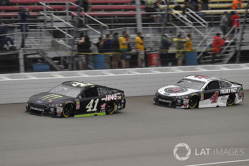 Kurt Busch, Stewart-Haas Racing, Ford Fusion Monster Energy / Haas Automation e Kevin Harvick