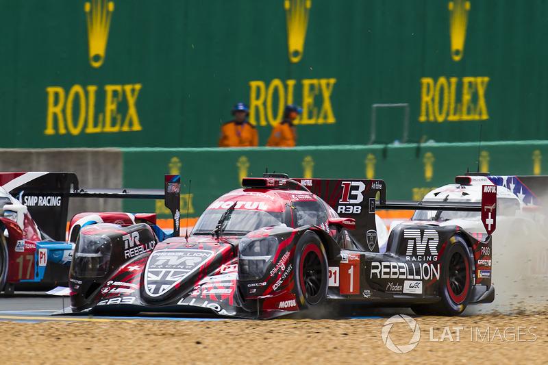 #1 Rebellion Racing Rebellion R-13: Andre Lotterer, Neel Jani, Bruno Senna with loose front bodywork