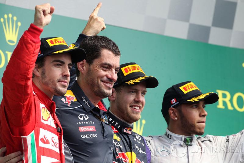 Podium: winnaar Sebastian Vettel, Red Bull Racing, tweede Fernando Alonso, Ferrari, derde Lewis Hami