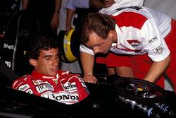 Ayrton Senna, McLaren MP4/6B, mit Josef Leberer, Physiotherapeut