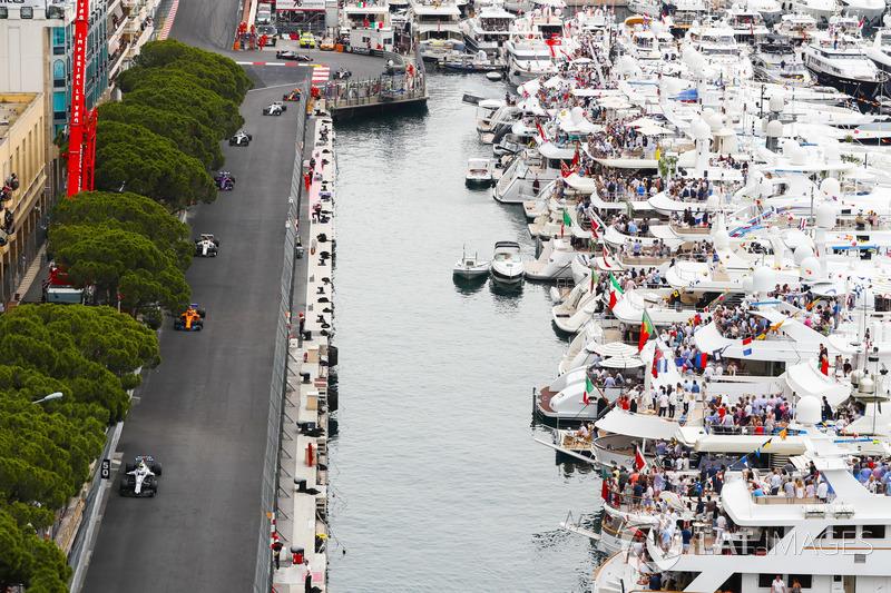 Sergey Sirotkin, Williams FW41, Stoffel Vandoorne, McLaren MCL33, and Charles Leclerc, Sauber C37