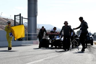 Carlos Sainz Jr., McLaren MCL34 stops in pit lane