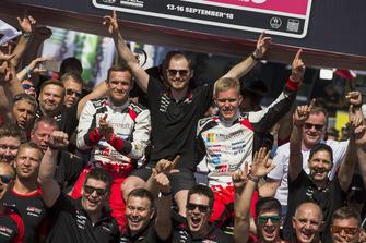 Winners Ott Tänak, Martin Järveoja, Toyota Gazoo Racing WRT Toyota Yaris WRC with the team