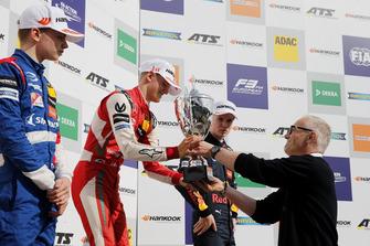 Podio: Ganador Mick Schumacher, PREMA Theodore Racing Dallara F317 - Mercedes-Benz