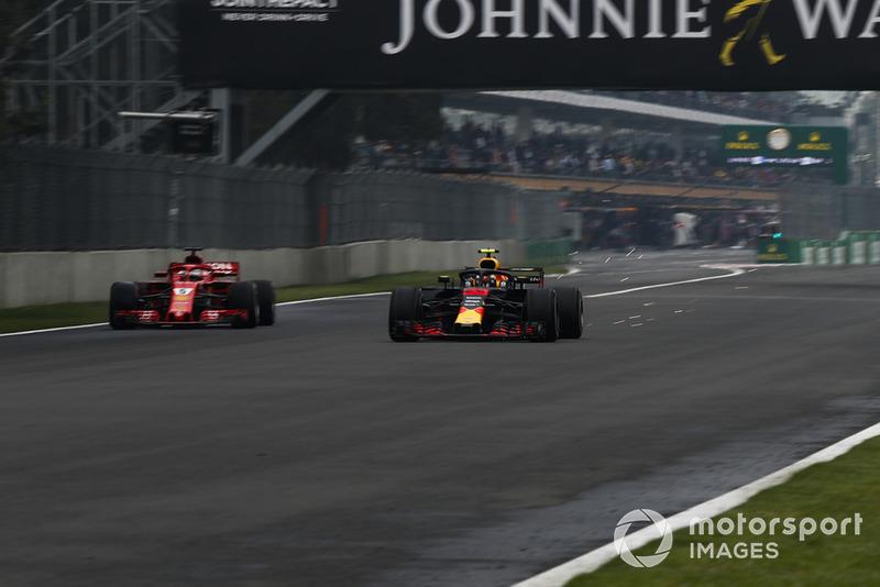 Max Verstappen, Red Bull Racing RB14 y Sebastian Vettel, Ferrari SF71H