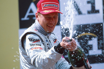 Winner Mika Hakkinen, Mclaren MP4-15