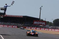 #3 DKR Engineering Norma M30 - Nissan: Jean Glorieux, Alexander Toril, passe sous le drapeau à damier