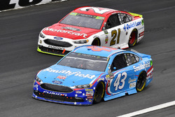 Aric Almirola, Richard Petty Motorsports Ford and Ryan Blaney, Wood Brothers Racing Ford