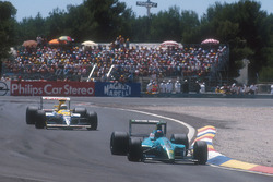 Ivan Capelli, Leyton House CG901 Judd takes the lead of the race for the first time, with Riccardo Patrese, Williams FW13B Renault lying 2nd behind him