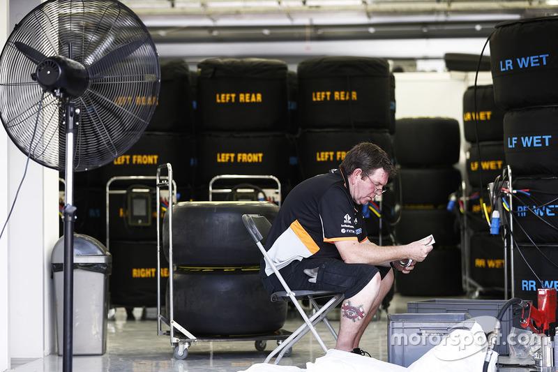 Співробітник Force India дуже зайнятий