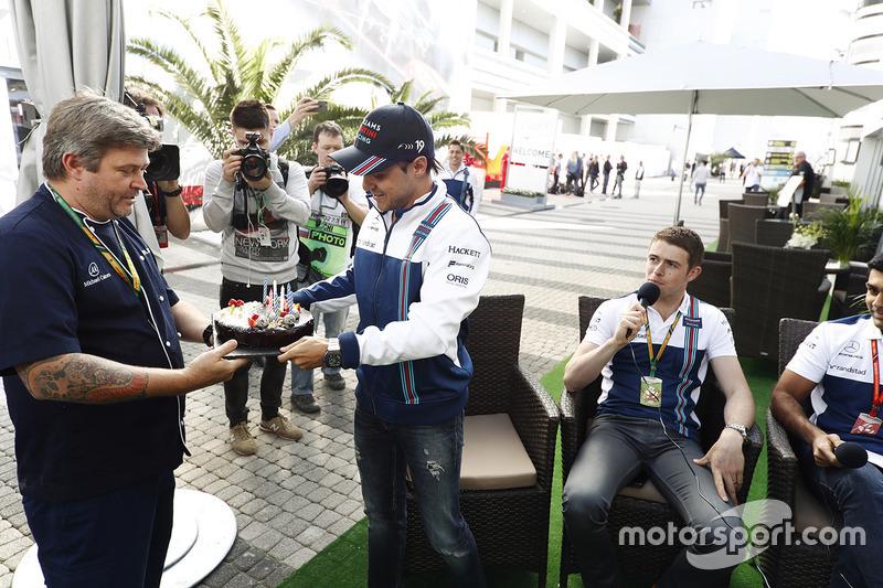 Felipe Massa, Williams, receives a birthday cake, as Paul di Resta and Karun Chandhok look on