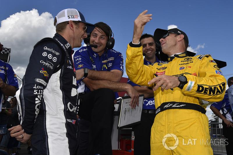 Jamie McMurray, Chip Ganassi Racing Chevrolet; Matt Kenseth, Joe Gibbs Racing Toyota
