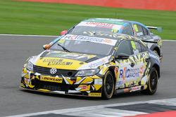 #40 Aron Smith, BKR, Volkswagen CC