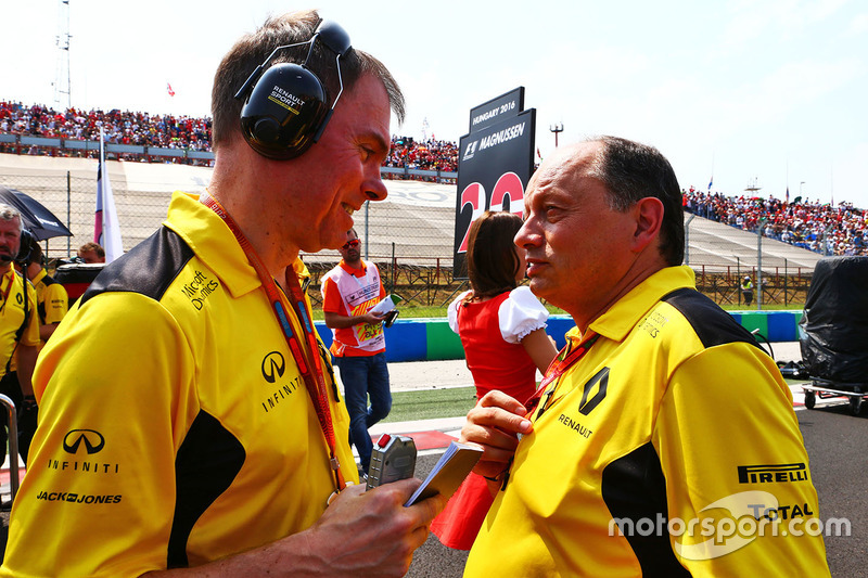Alan Permane, Renault Sport F1 Team Trackside Operations Director with Frederic Vasseur, Renault Sport F1 Team Racing Director on the grid