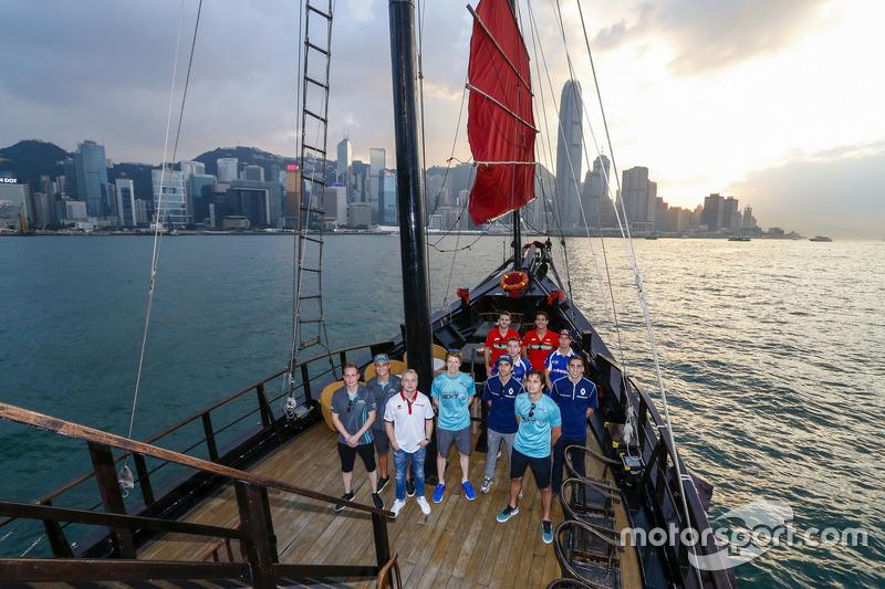 جولة في قارب مع جميع السائقين