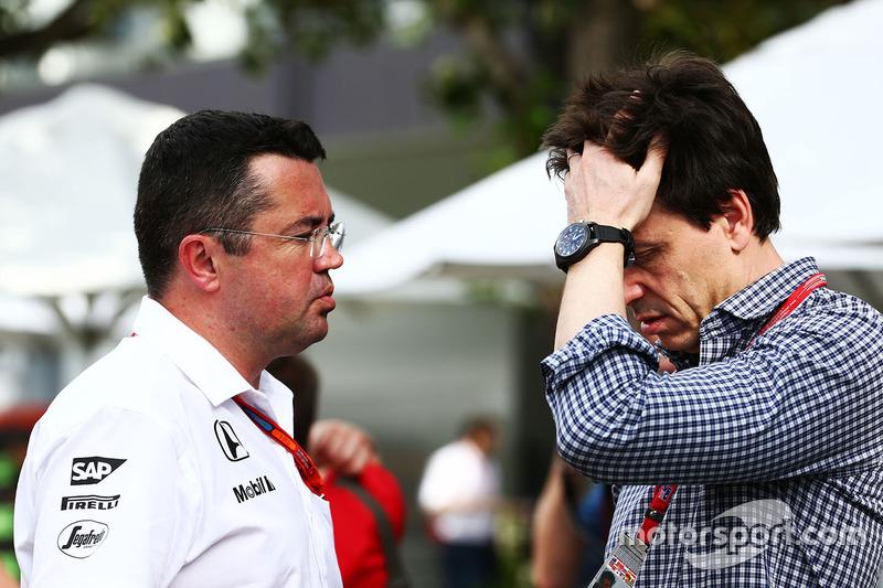 Eric Boullier, McLaren Director de carrera con Toto Wolff, Mercedes AMG F1 Accionista y Director Ejecutivo