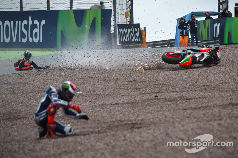 Stefan Bradl, Aprilia Racing Team Gresini crash and Jorge Lorenzo, Yamaha Factory Racing