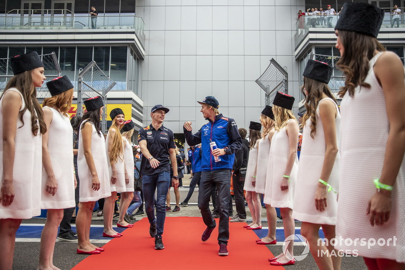 Max Verstappen, Red Bull Racing e Brendon Hartley, Scuderia Toro Rosso, durante la drivers parade