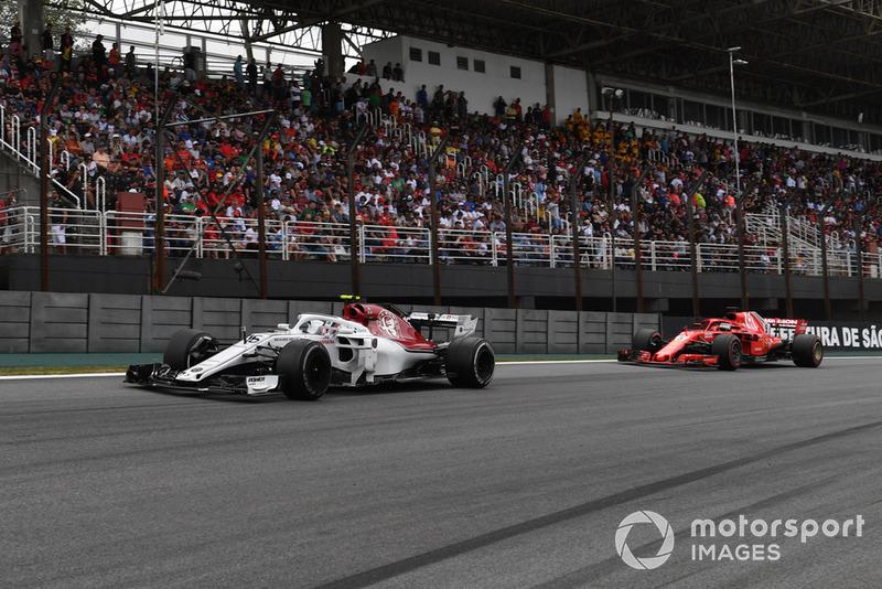 Charles Leclerc, Sauber C37 leads Sebastian Vettel, Ferrari SF71H