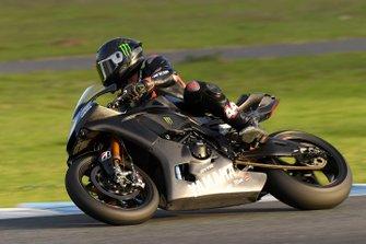Lewis Hamilton teste la Yamaha Superbike
