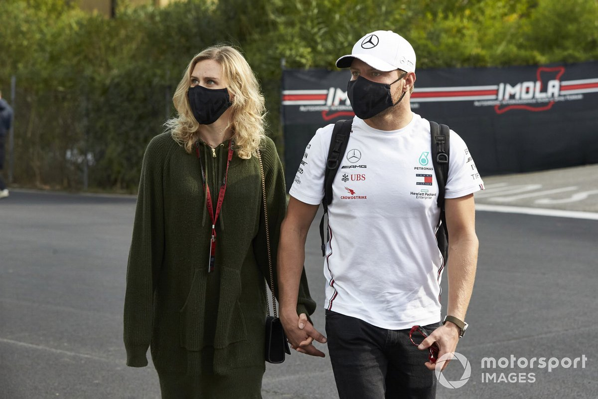Valtteri Bottas, Mercedes-AMG F1, with his girlfriend, cyclist Tiffany Cromwell
