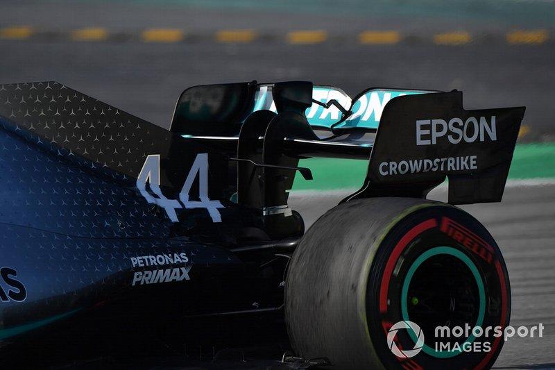 Mercedes-AMG F1 W10, ala posteriore