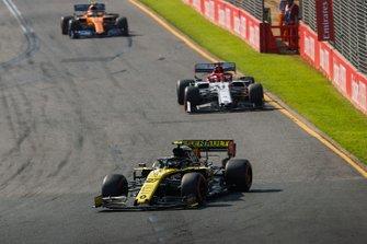 Nico Hulkenberg, Renault F1 Team R.S. 19, Kimi Raikkonen, Alfa Romeo Racing C38, y Lando Norris, McLaren MCL34