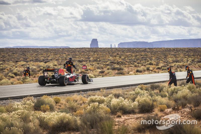 Daniel Ricciardo, Red Bull Racing in Monument Valley