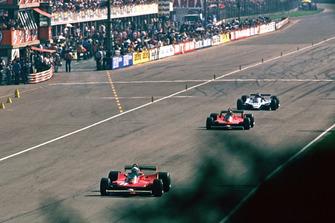 Jody Scheckter, Ferrari 312T4B. Gilles Villeneuve, Ferrari 312T4B. Jacques Laffite, Ligier JS11