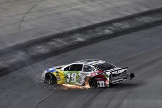 L'auto incidentata di Kyle Busch, Joe Gibbs Racing, Toyota Camry M&M's White Chocolate