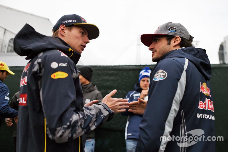 (Зліва направо): Макс Ферстаппен, Red Bull Racing та  товариш по команді Карлос Сайнс-молодший, Scuderia Toro Rosso