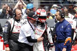 #5 Toyota Racing Toyota TS050 Hybrid: Kazuki Nakajima with Rob Leupen, Toyota Motorsport Después de
