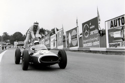 Maurice Trintignant, Cooper T51-Maserati gives John Surtees, Cooper T53-Climax, a lift back