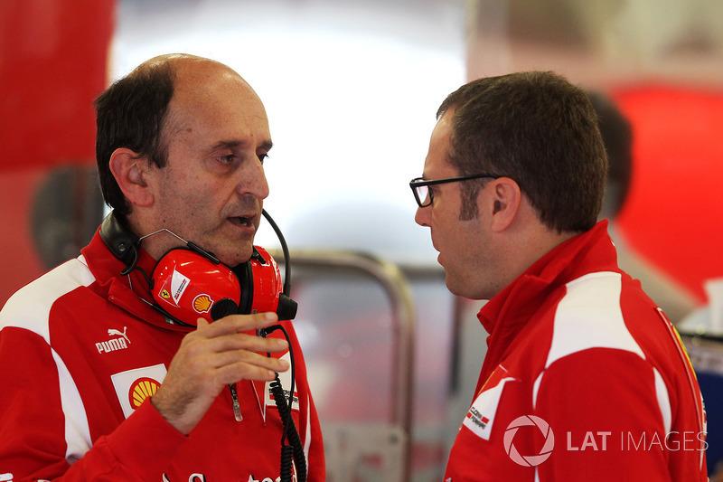 Глава отдела двигателей и электроники Ferrari Лука Марморини и генеральный директор команды Стефано Доменикали