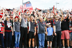 Guenther Steiner, Team Principal, Haas F1 Team, Kevin Magnussen, Haas F1 Team, Gene Haas, Team Owner, Haas F1 Team, Romain Grosjean, Haas F1 Team, with fans