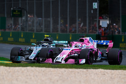 Valtteri Bottas, Mercedes-AMG F1 W09 EQ Power+ and Sergio Perez, Force India battle