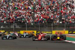 Start: Max Verstappen, Red Bull Racing RB13, Sebastian Vettel, Ferrari SF70H, Lewis Hamilton, Mercedes AMG F1 W08