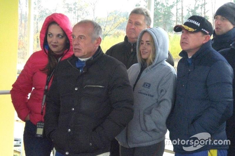 Олег та Ігор Скуз з командою