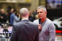 Gil de Ferran talks to Stuart Codling on the F1 Racing Stand