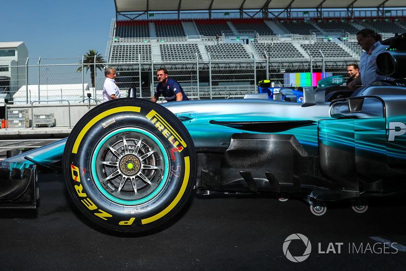 Neumático Pirelli y Aero-detalle de Lewis Hamilton, Mercedes-Benz F1 W08