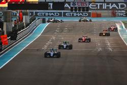 Lewis Hamilton, Mercedes F1 W07 Hybrid, Nico Rosberg, Mercedes F1 W07 Hybrid, Kimi Raikkonen, Ferrar