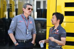 Guenther Steiner, Haas F1 Team Principal ve Ayao Komatsu, Haas F1 Team