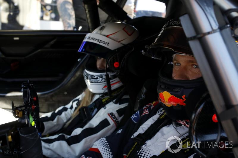 Sébastien Ogier pilota Mercedes-AMG C63 DTM con su mujer Andrea Kaiser