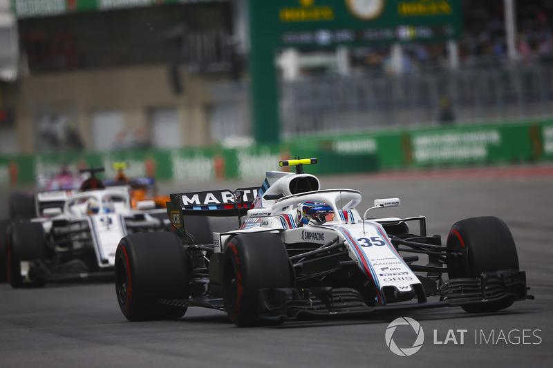 17. Sergey Sirotkin, Williams FW41, leads Marcus Ericsson, Sauber C37