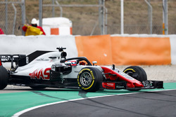 Romain Grosjean, Haas F1 Team VF-18, locks ups