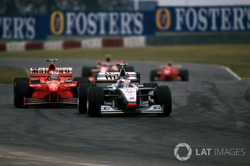 Mika Hakkinen, McLaren MP4/13; Michael Schumacher, Ferrari F300