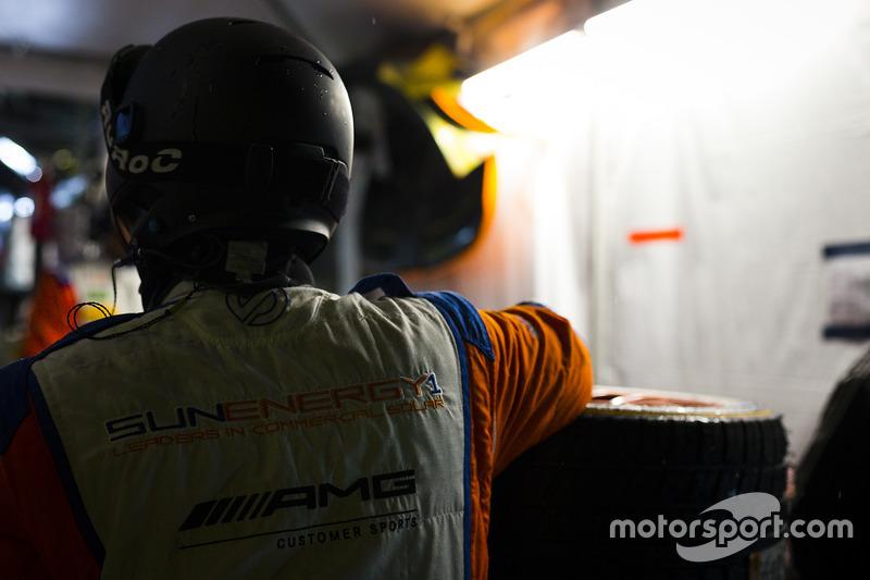 #75 SunEnergy1 Racing Mercedes AMG GT3: Boris Said, Tristan Vautier, Kenny Habul, Maro Engel, miembro del equipo